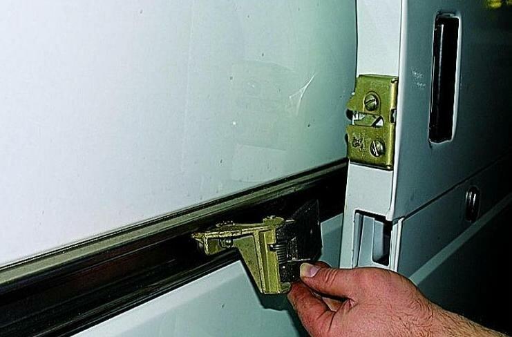 Как снять ручку сдвижной двери на транспортере элеватор вертикальный ленточный ковшовый