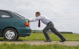 Как завести автомобиль «с толкача»?