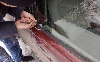 Что делать и как открыть замок в машине, если заклинило водительскую дверь