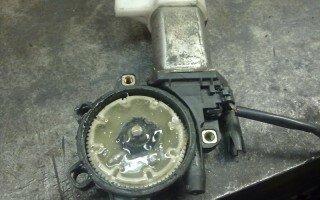 Сломался стеклоподъемник грузовика Тойота Дюна (Toyota Dyna). Можно что-то подобрать?..