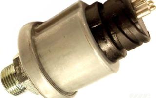 Что делать если загорается лампочка давления масла на холостых оборотах?