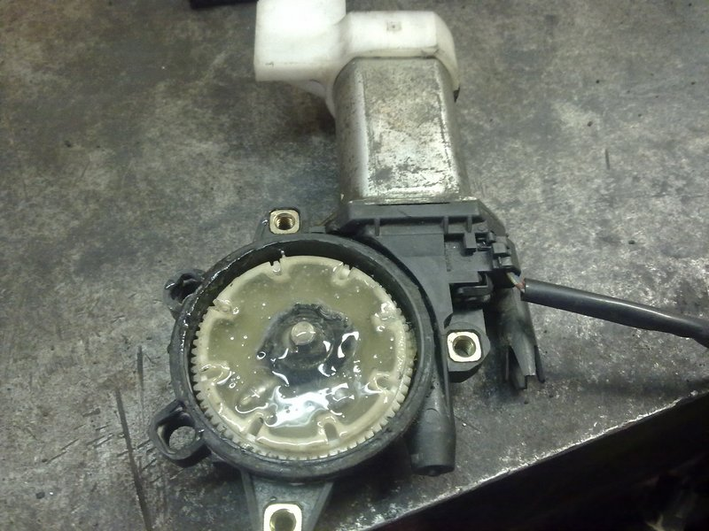 Сломался стеклоподъемник грузовика Тойота Дюна (Toyota Dyna). Можно что-то подобрать?